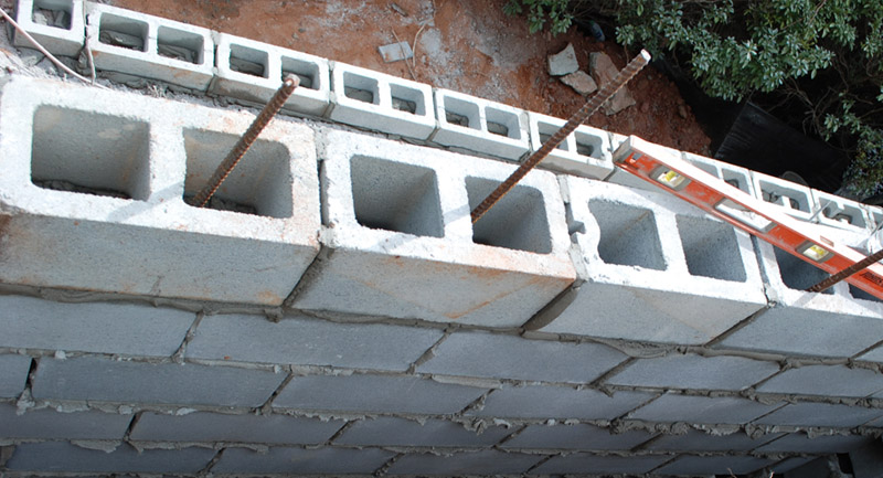 retaining wall construction drainage pipe